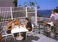 Outdoor Dining - Macleay Apartments