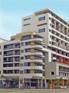 Meriton Danks Street Apartments Waterloo - Sydney Hotels ...
