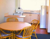 Ocean Spray Holiday Apartments - Kitchen and Dining