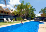 Ocean Spray Holiday Apartments - Swimming Pool