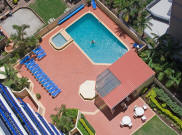 Surf Regency Holiday Apartments - Pool and BBQ area